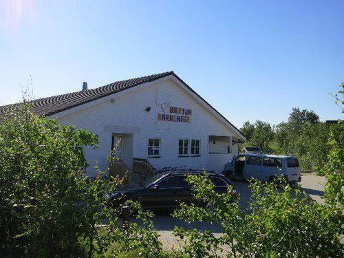 Bilde av fremsiden av barnehagen