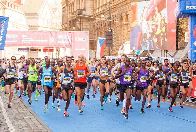 Det var meget høyt nivå i både kvinne- og herreklassen i årets Praha Halvmaraton. (Foto: arrangøren)