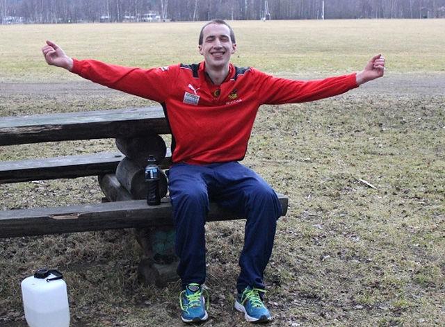 Det var godt for André Rangelind å sette seg ned etter å ha løpt over 90 km på 6 timer. (Foto: arrangøren)