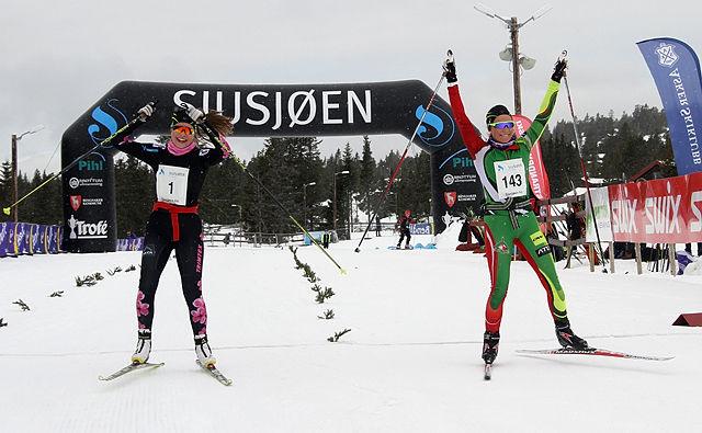 Skiskyttertalentene Hanne Eggen Persson og Juni Arnekleiv koste seg med sesongavslutningen i Sjusjøen Fri.