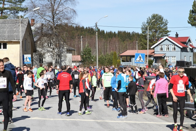 IMG_6320_Folksomt_på_åbogen_5-doblet folketall. (640x427).jpg