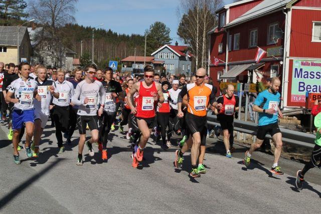 Vinner Janis Arsenikov (34) helt i starten av løpet side om side med Birger Andreas Bråthen (67) og Ole Edvard Bjørnstad (97) som sluttet som hhv. nr. 4 og 3.