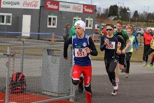 Ola Spigseth gir alltid jernet. Her i UKI-karusellens 1. løp i 2016. (Foto: Olav Engen)