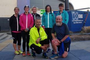 Noen av løperne i The Pickaquoy Running Group. Vi ser bl.a Mons Tingelstad og Peter Fay (privat foto)