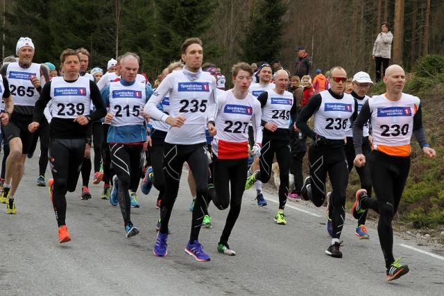 Starten med  de 5 beste i i kronologisk rekkefølge: Lars-Olof Gävert (239), Gustav Woie (236), Birger A. Bråthen (230), Magnus Salberg (235) og Bård Eskil Bjørndalen (227). Helt til venstre vinner av menn bedrift, Per Vidar Fjeld (265). (Foto: Olav Engen)