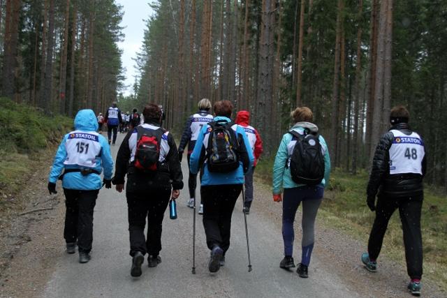 IMG_7034_OE_gjennom_skogen.jpg
