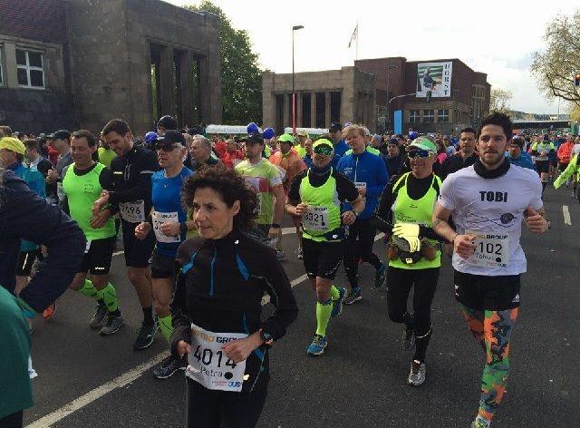 Fra årets Düsseldorf Marathon som gikk under lite vårlige forhold (Arrangørfoto).