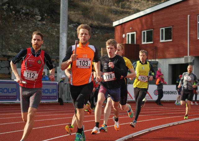 Trond Idland(112) og Bengt J Sundvor(103) leder ann på første etappe på 1000m.  Foto: Ingve Aalbu.