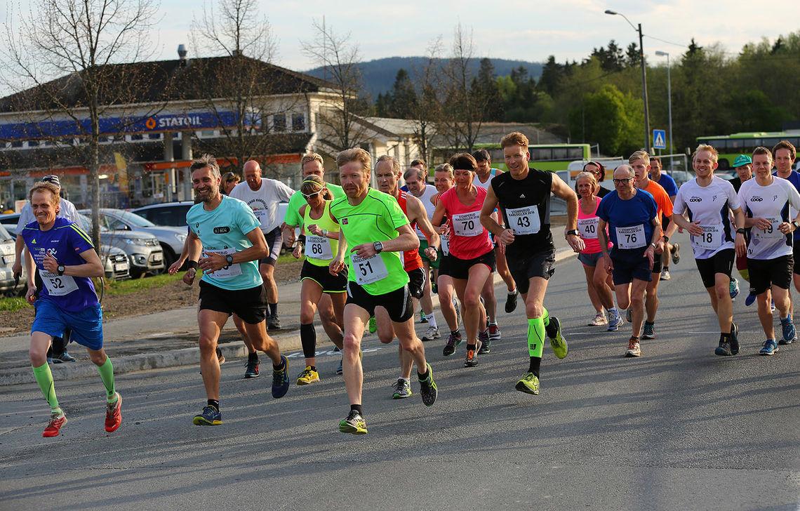 Starten på 9 km (foto: Bjørn Hytjanstorp).