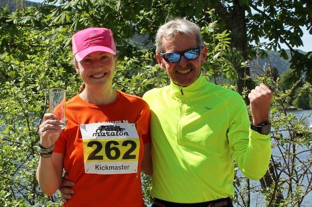 Therese Falk og Lars Dørum ved elvebredden etter seieren på 50 km (foto: Olav Engen).