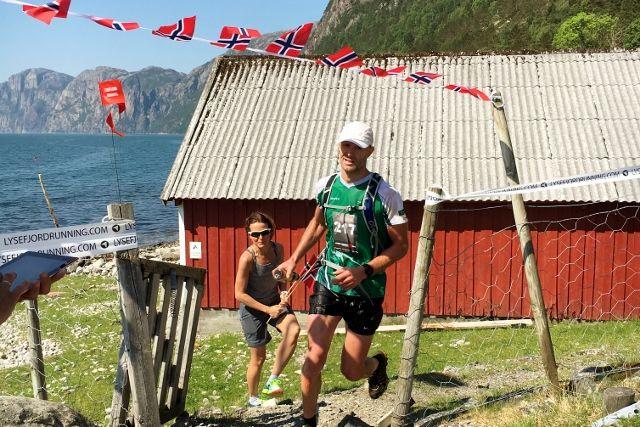 Ørjan Ravndal i klar tet ved Songesand etter 25 km - og seieren ble aldri truet (Foto: Martin Steinskog).
