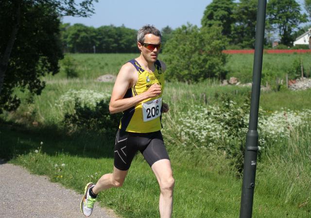 Jarle Risa fra Undheim IL hadde få problemer med å vinne Varhaugmila på en ordinær tid til ham å være.  Foto: Kjetil Torgersen.