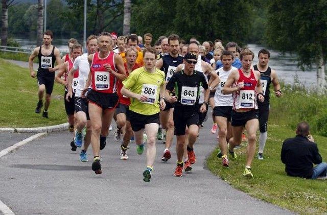 Fra starten på det 3. Sentrumsgateløpet i 2012. Lørdag 18. juni går kvalitetsløpet på Kongsvinger for 7. gang. (Arrangørfoto)
