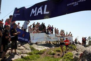 Mariann Roe sprang over mål som vinnar av Skuggenatten Opp i 2016. I 2018 vil det vera NM der. (Foto: arrangøren)