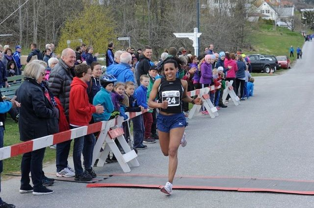Kia Gemechu, Sogndal IL her fra Esefjorden Rundt i fjor, vant Lustraløpet for tredje gang i år (Foto: Sogn Avis).