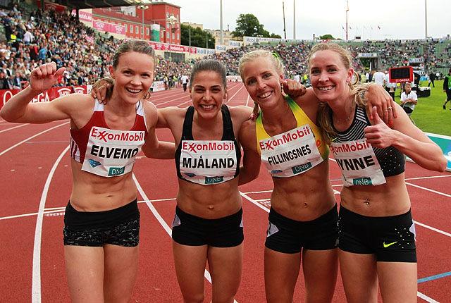 4 av 5 jublende norske jenter som alle løp under 2.05.17. Vi vet ikke om det har skjedd før noen gang i samme løp av norske jenter.