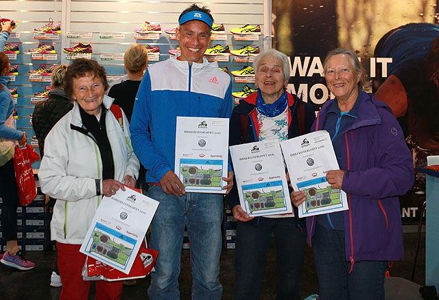 Veteraner: Fire med lang fartstid i Birkebeinerløpet og med noen år på baken. Signy Henden Rustlie (78), Kondispresident Tim Bennett (51), Lukris Lillemor Grønntun (79) og Oline Yksnøy (73) er alle klar for Birkebeinerløpet. Totalt har de 54 starter bak seg i Løpet.