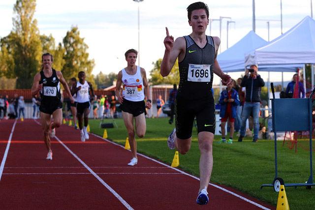Seier i seniorklassen på 3000m i Tyrvinglekene i år som ifjor for Jakob Ingebrigtsen. Foto: Bjørn Hytjanstorp