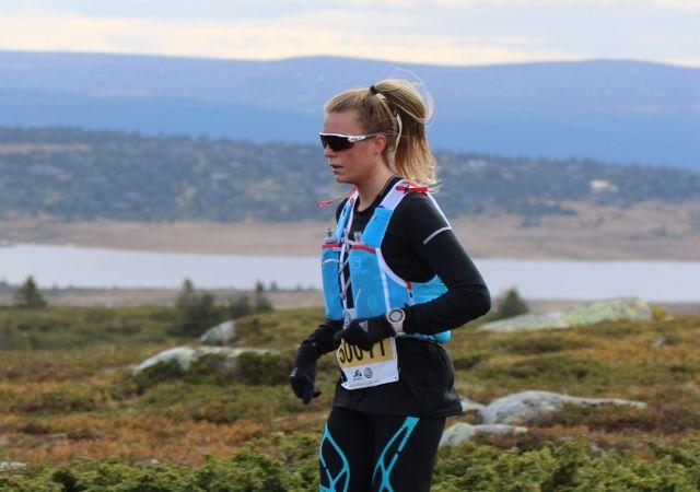 Kathrine Kvernmo på Lunkefjell der hun allerede er i klar ledelse (foto: Rolf Bakken).