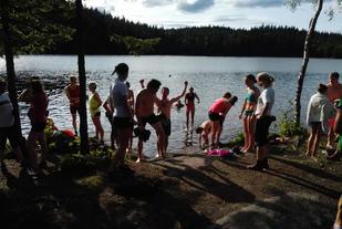 Målgang på Fagervann er noen få skritt unna Fagervann. Som i 2016 (hvor bildet er fra) er det vanlig med et bad etter løpet. Foto: Heming Leira