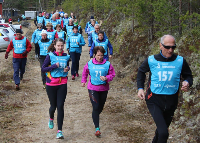 Fra starten for mosjonsklassen i et tidligere løp i Finnskogkarusellen i år med Kåre Norheim først ut. (Foto: Tor-Arne Rønning)