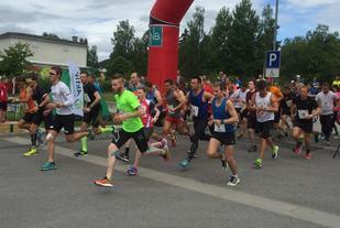 Fra starten på 10 km i 2016. (Foto: Uno Arnesen/Byen Vår)