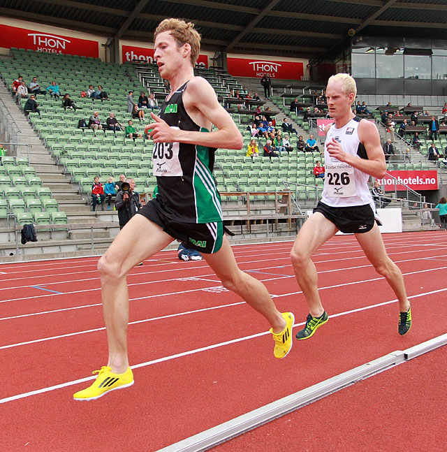 5000m_Anton_Danielsson_Hans_Kristian_Floeystad_vidvinkel_A20G1724.jpg