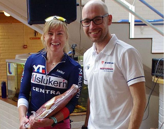 Årets totalvinnere av TransØsterdalen på Koppang søndag: Kristin Aamodt og Tor Halvor Bjørnstad-Tuveng. (Arrangørfoto)