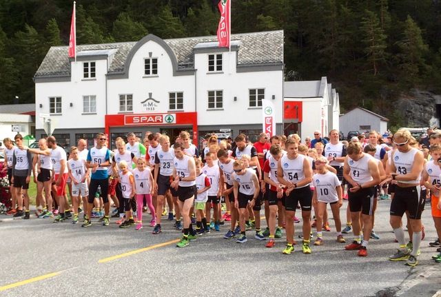 Løpere fra Valldal IL dominerte og imponerte i Jordbærdilten 2016. Foto: arrangør
