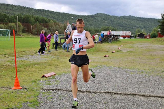 Terje Olsen kunne konstatere at det ble ny seier på Tolga og 20 sekunder raskere vinnertid enn i fjor. (Foto: Sindre Riise)
