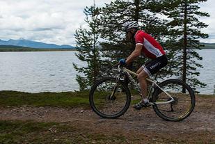 Det blir ingen sykkeltur med startnummer på styret langs Femunden i år. Det er en stor nedtur for Engerdal SK, og spesielt etter at den driftige klubben tok på seg å arrangere to utgaver i 2015 og NM i terrengmaraton i 2016. (Foto: Terje Vestad)