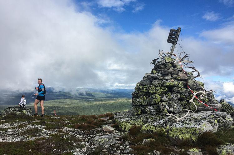 Første toppen er Blenuten på 1213 moh. Er det ikke gevir fra reinsdyr som ligger der?