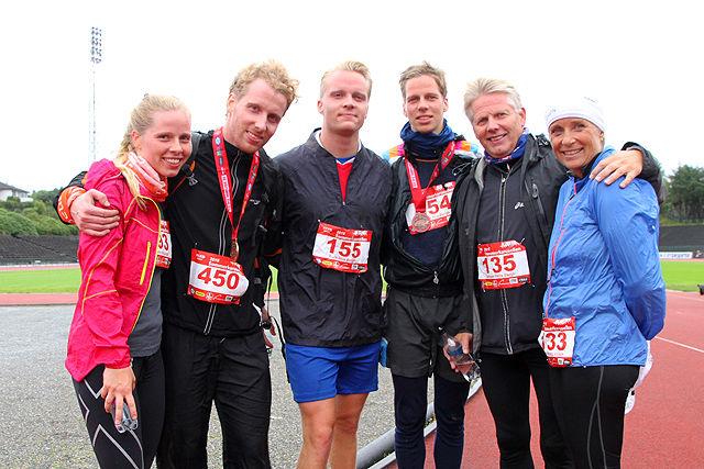 Hele familien løper Sommerkarusell: Elisabeth, Tom, Truls, Petter og Torbjørn Hiis Bergh. Det er mamma Karin Stang Volden som har fått mobilisert alle til å være med.