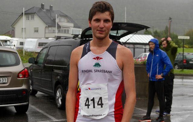 Joachim Tranvåg fra Brandal på Hareid studerer for tiden i England. Han er hjemme i jula og om sommeren og benyttet siste delen av sommerferien til å vinne Ålesund sommerkarusell på ny rekord.