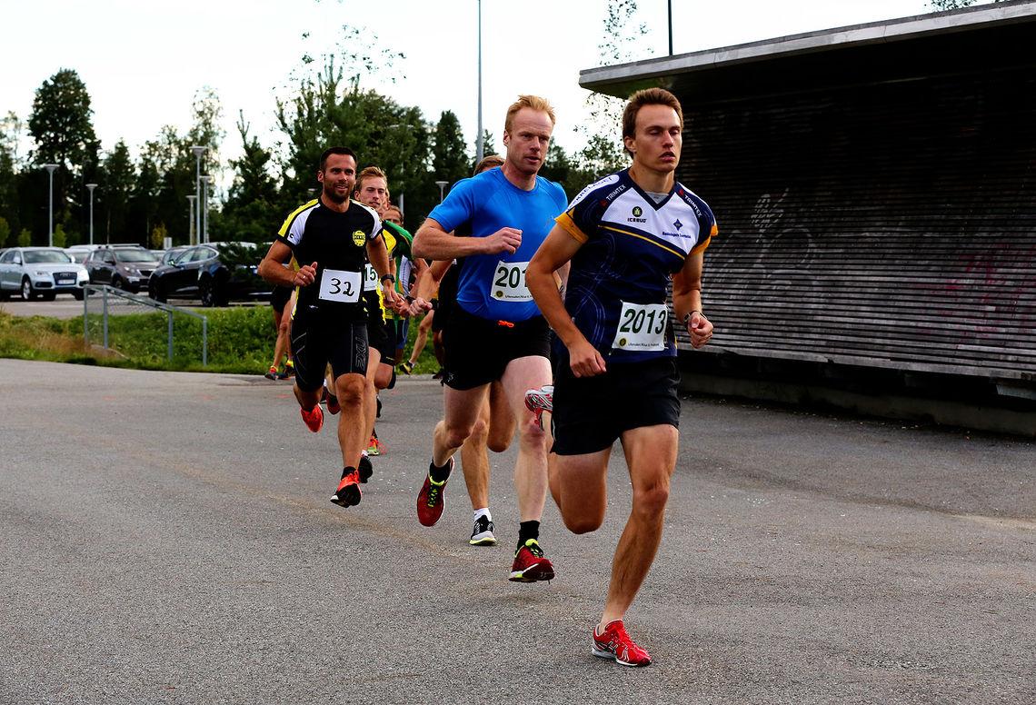 Vetle Christiansen leder her foran Bjørn Dæhlie og Trond Håvard Brunes (foto: Ole Henrik Hytjanstorp).