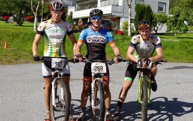 De tre beste på dagens ritt. Fra venstre, Andre Fiskerstrand (nr. 3), Thomas Kvalsvik (vinner) og Mikael Hoem Brunsvik (nr.2)