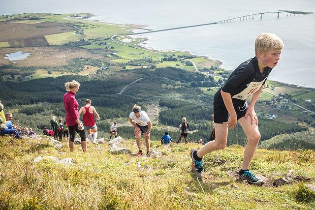 Jakob Bjørk Soltun og de andre deltakerne hadde en krevende og fin tur opp til Hallartinden.