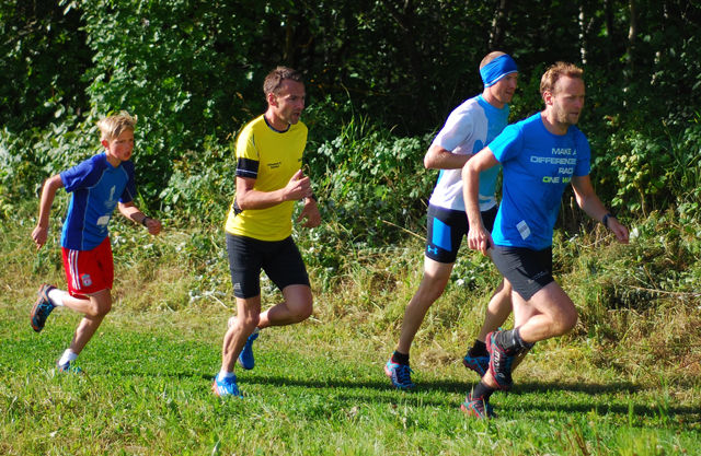 Teten i lang løype tidlig i løpet (fra h.) Ove Haugereid, Henning Mortensen, Endre Hjelset og Ludvig Baksjøberget. (Foto: Pawel Daroszewski)