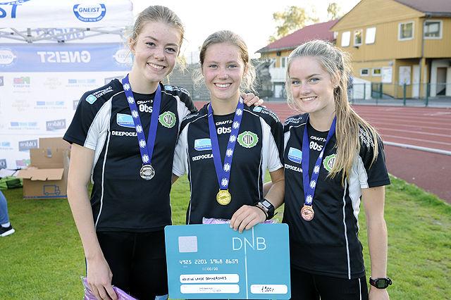 Pallen kvinner senior 1500 meter, Vilde Våge Henriksen, Kristine Lande Dommersnes og Margrete Jørgensen Baustad, alle Haugesund