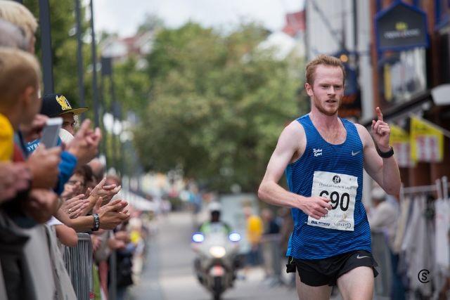 Jonas Lurås Hammer løper inn til overlegen seier på 10 km. (Foto: Sylvain CAVATZ).
