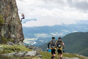 Løping og rapellering (foto: Anki Grothe, Aim Challenge).