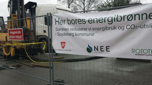 Boring av energibrønner utenfor kommunehuset