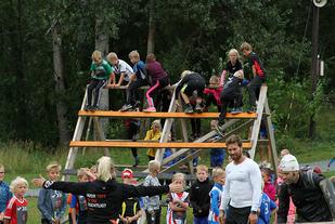 Mange ivrige X-run deltakere! Spesielt barna mistet alle hemninger, - les mer om dette i artikkelen. (Foto: Line Hofoss Holm)