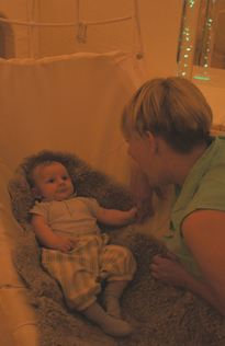 baby i løvbladstolen