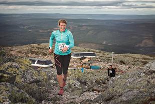 Elisabeth Eik Gabestad var en fornøyd dame etter å ha beseiret 782 høydemetere i Trysilfjellet i fjor høst. (Foto: Chad Stokes)