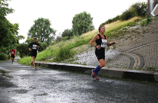 Vinner: Therese Falk løp inn til vinner av kvinneklassen i Trondheim Maraton. Foto: Marianne Røhme