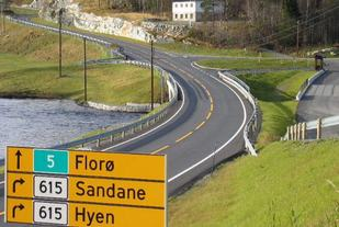 Eikefjord Maraton arrangeres på Storebru i Sogn og Fjordane - midt i mellom byene Florø og Førde.