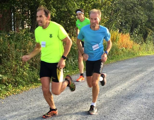 Det var meget jevnt mellom disse tre på Stavsberg. Jan Erik Mathiassen var to sekunder foran Jan Hovde som igjen var fire sekunder foran Sveinung Syversen. (Foto: Pål-Erik Langøigjelten)