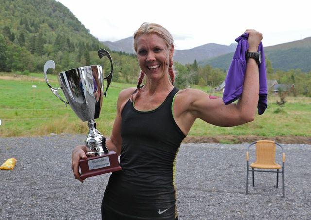 Hege Henriksen, Romerike ultraløpeklubb /team ObstacleTraining vant hindermaratonen.