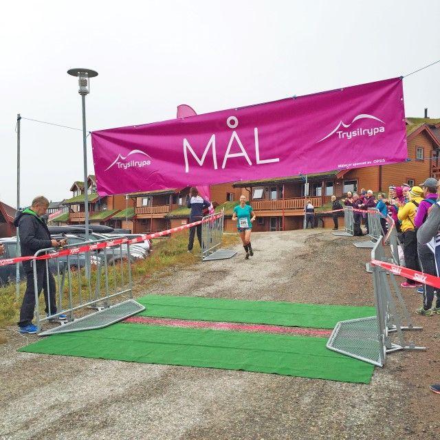 Oslo-jenta Vibeke Wold kom ensom inn over målstreken på 6 km løp med tidtaking.  (Foto: Gro Kveldro Bruksås/Destinasjon Trysil)